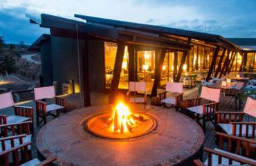 Rhino Ridge Safari Lodge - terrace